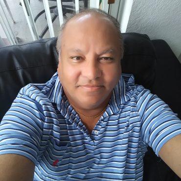 Real estate broker profile picture